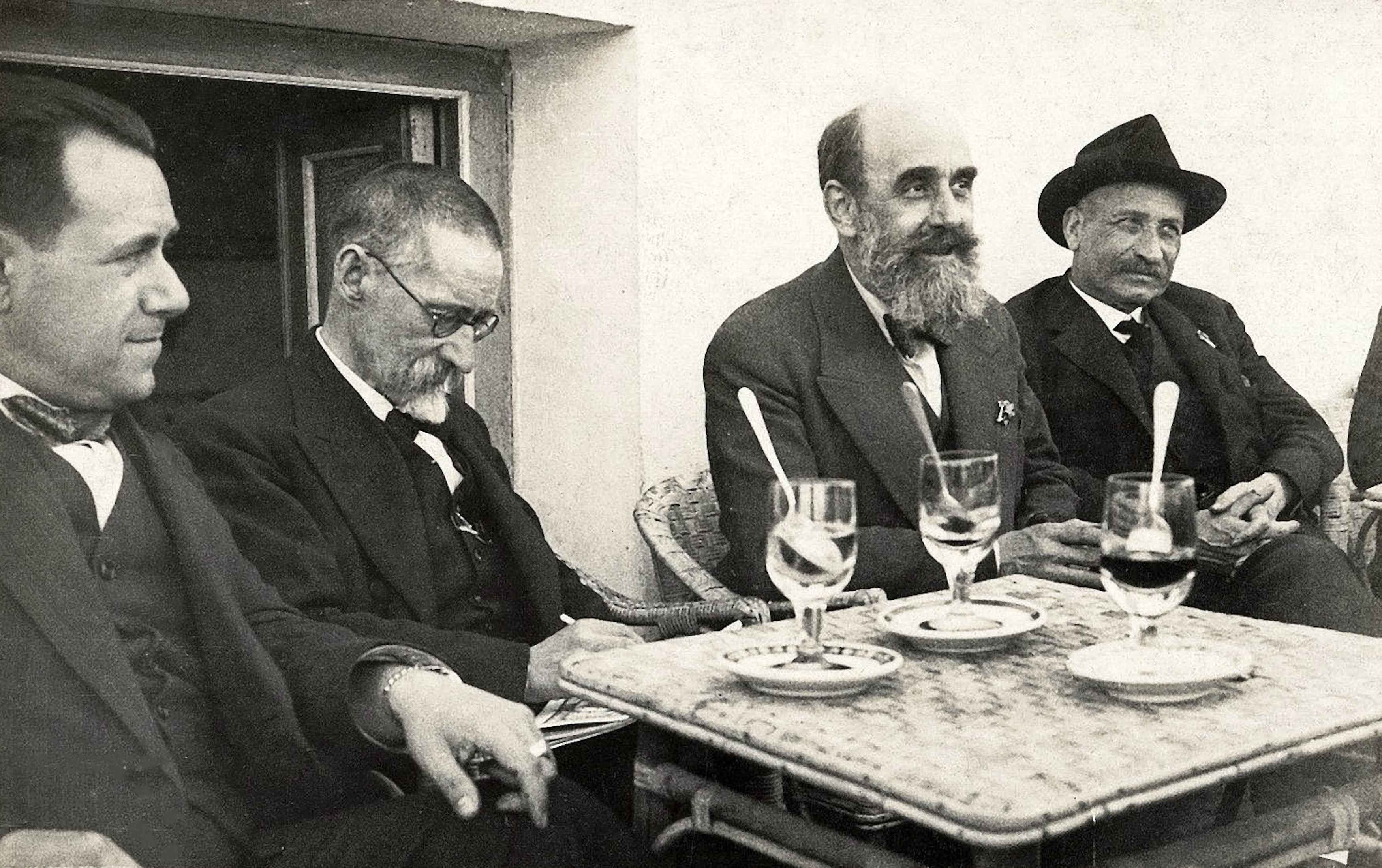 A la terrassa de l'Hotel Nervión, Sevilla. Joan Tomàs, Joan Salvat, Francesc Pujol i Lluís Millet. 1930. CEDOC