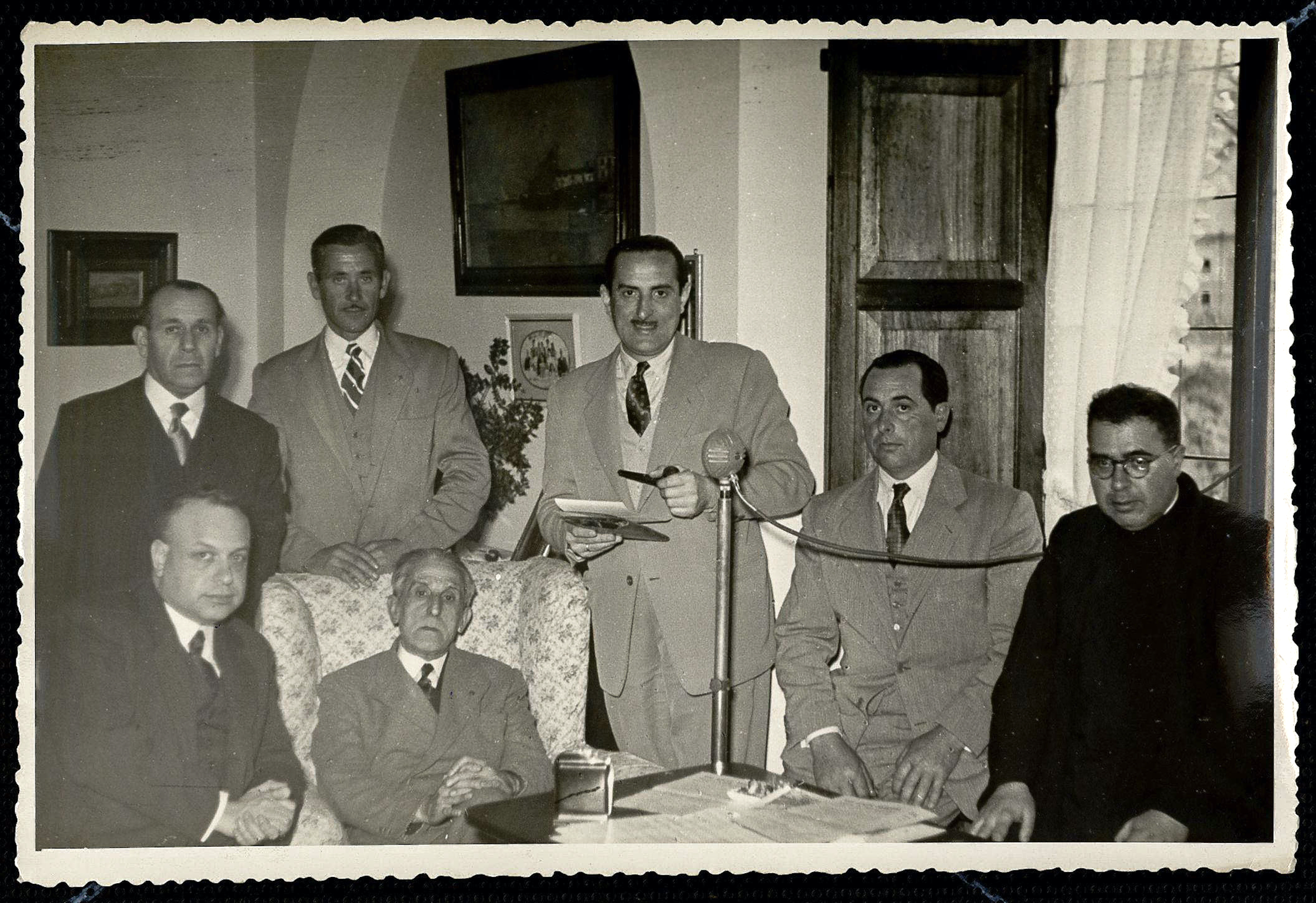 Aplec d'orfeons a l'Ametlla del Vallès. Masia de Can Millet. Joan Llongueres i Badia, Joan Tomàs i Parés, Lluís M Millet i Josep Jordi Llongueres i Galí. 1952. CEDOC